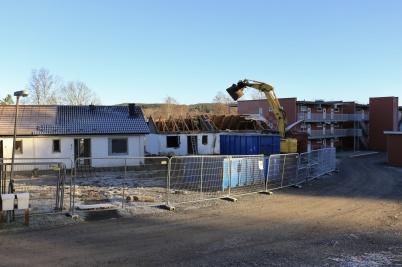 27 november 2020 - På Solängen startade rivningen av återstående parhus.