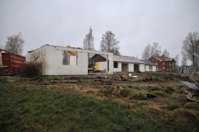 30 november 2020 - Rivningen av parhusen på Solängen pågick.