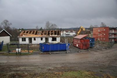 2 december 2020 - Rivningen av parhusen på Solängen gick i snabb takt.
