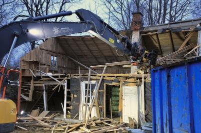 9 december 2020 - I Östervallskog revs gamla lanthandeln E&P Andersson, som var bygdens butik innan Östervallskogs Lanthandel öppnade.