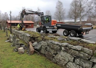 14 december 2020 - Skadegörelsen på muren vid Töcksmarks kyrka lagades, det blev kostsamt.