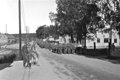 Platsen där kiosken stod användes förr som hästparkering. John Sanamons första kiosk stod bredvid Handelsbolaget. Foto Uno Brander på 1940-talet.