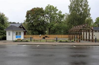 9 september 2020 - Nya Kioskparken. Två träd kommer att planteras i mitten, och så blir det fler sittplatser inne i parken.