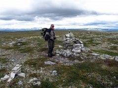 På Vättafjällets topp med Skarsfjället och Helags i horisonten