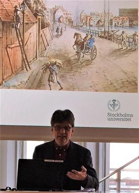 Mats Hallenberg berättade att i strävan efter att modernisera Stockholm ingick att få belysning på stadens gator. Men vem skulle ordna det?