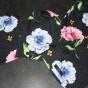 Blomma på marinblå