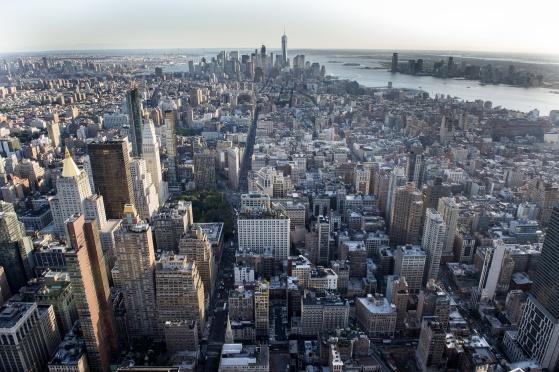 Manhattan en sen eftermiddag. Solen går ner.