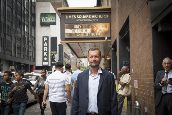 Jag själv utanför Times Square Church