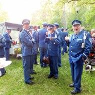 Blir det bra så här undrar Roger Appelqvist.  I bakgrunden Patrik Ålstam, Annika Ronngaard.