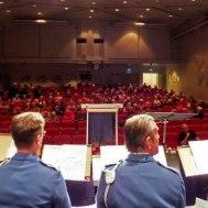 Här väntar vi på vår Dirigenter Gunnar Andersson och publiken.