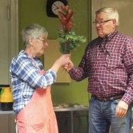 Husmor Birgitta tackades för fin och god service under året.