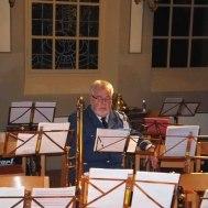 """Adventskonsertens sångsolist : Roger Appelqvist """" Han bara förbereder sig ,...."""