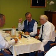 Efter en härlig morgon smakade det bra med kaffe smörgåsar och tårta. Anders Ålstam ; Tommy Persson ; Sven-Erik Andersson ; Ivan Persson.