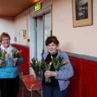 Musikkårens blomsterflickor Britt-Marie Ålstam , Vivan Gunnarsson