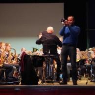 """En av musikkårens solister Tommy Persson repar på """"Gelsomina"""" Ur filmen La Strada."""