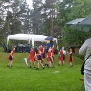 "Westerviks Twirling Troup och Gunnebo Musikkår "" Under Blå Gul fana, och paraplyer."