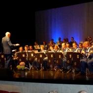 """Musikkåren tackade publiken med att spela """"Under Blå Gul Fana."""