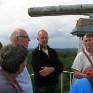 Lars Nilsson Idö visar utsikten från tornet för Susanne Israel, Gunnar Andersson, Lars Månsson, Patrik Ålstam.