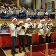 """Lilla Brasset och stora Brasset spelar  """" Jingle Bells """""""