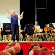 """I pausen sjöngs allsång med """" Roger Appelqvist med vänner"""" Göthe Medner och Peter Andersson."""