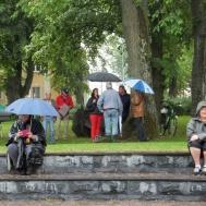 Men publiken trotsade regnet.