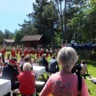 Mycket publik kom för att titta och lyssna på Gunnebo Musikkår och Västerviks Twirling Troop.