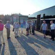 Kåren med respektive samlas för färd till Eksjö
