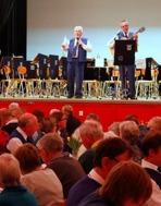 Roger Appelqvist och Jan Björkman fick hela publiken att sjunga med i allsången