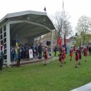 Duktiga Westerviks Twirling Troop musikkåren och många paraplyer.