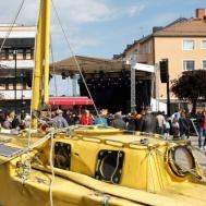 Världsomseglaren Sven Yrvinds båt på tre meter som han seglade runt jorden med .