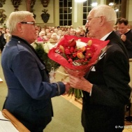 Ola Ålstam tackade Kurt Snygg för gott samarbete i alla år