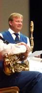 Dagens presentatör Jonas Ålstam( undrar om han bytt till saxofon).