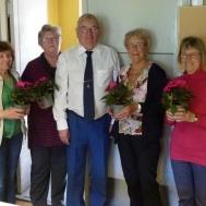 Ola Ålstam tackade Musikkårens damer med en blomma, för att de ställt upp även detta år  med att fixa till kaffe och mackor, .
