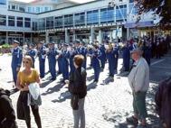 Uppställda till marsch på Spötorget Västervik