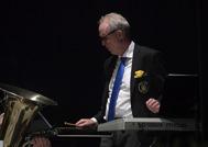 Peter Andersson spelar synt ock klockspel
