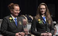För medlemskap i Gunnebo Musikkår.10 år Hedersmärke i brons, Eva Larsson, Liselott Johansson