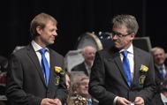 För medlemskap i Gunnebo Musikkår Hedersmärke i guld och Förbundsmedalj i guld (miniatyr) 25 år. Mats Nilsson och Christer Westerberg verkar nöjda över medaljerna.
