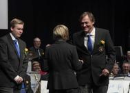 Så var det medaljutdelning . För medlemskap i Gunnebo Musikkår 4 år Märkesnål grön. David Nordlund och Lars Månsson.