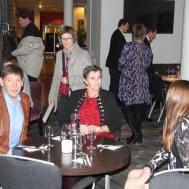 Musikanter med respektive på middag före Julkonserten . Susanne Israel med make och dotter Hanna, Eva Henell också på bild