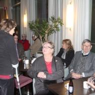 Britt-Marie Ålstam ,Anders Ålstam och fru Rosenmüller på kryckor