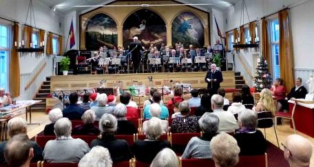 Gunnebo Musikkår med Dirigent Gunnar Andersson på den årliga Julmässa Frälsningsarmèn Västervik