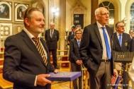 Dirigenterna Thomas Åstrand och Gunnar Andersson tackades för väl grnomförd julkonsert.
