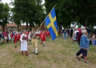 Fanborg och Musikkår på inmarsch till stadsparken....