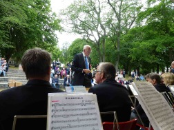 Musikkårens dirigent Gunnar Andersson
