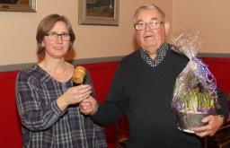Efret 40 år som ordförande lämnar Ola Ålstam över klubban till nya ordföande Malin Nordlund.
