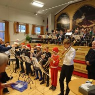 Kulturskolan med hela tolv barn/ungdomar som spelade julmusik för den stora publiken