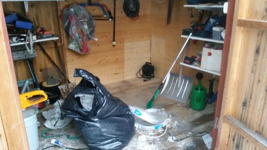 Förrdået rensas och storstädas, en del bra att ha-saker hittas.