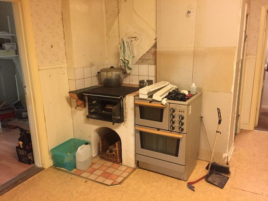 Att skippa överskåpen gör att köket känns mycket större och blir ljusare. Himla bra!