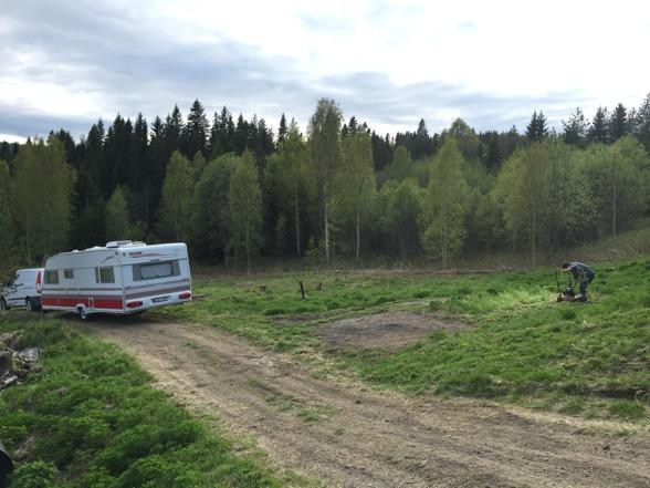 Uppenbarligen är vi på väg söderut med husvagnen och gör lite fint innan.