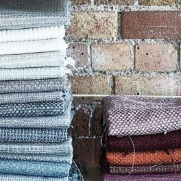 Designers Guild Tygkollektion BIRKETT EASYCLEAN är en miljövänlig behandling runt fibern som gör att tygerna varken bleknar eller försvagas efter tvätt.